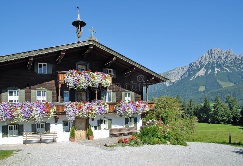 Houten Tirools Huis, Ellmau, Tirol, Oostenrijk royalty-vrije stock afbeelding