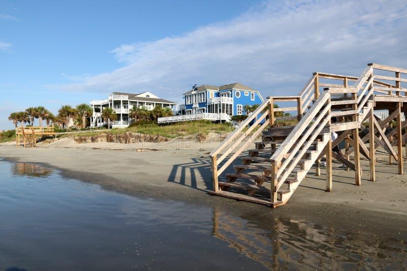 Houten trede aan het strand royalty-vrije stock foto