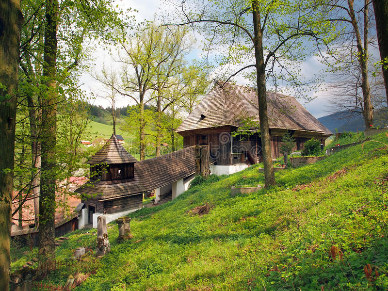Houten Unesco-kerk in Lestiny, Slowakije stock afbeeldingen