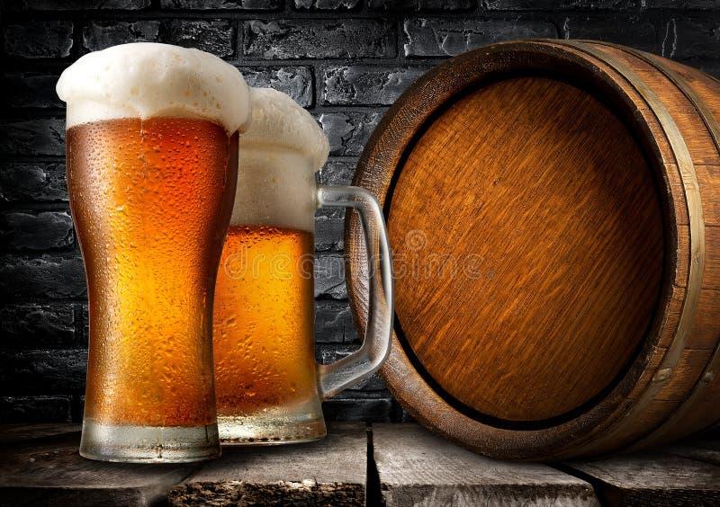 Houten vaatje en bier royalty-vrije stock afbeelding