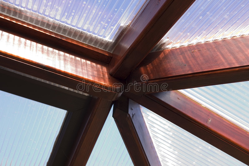 Houten verbindingen behoudend dak royalty-vrije stock fotografie