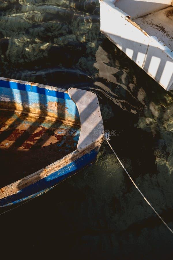 Houten vissersboot zonder motor royalty-vrije stock fotografie