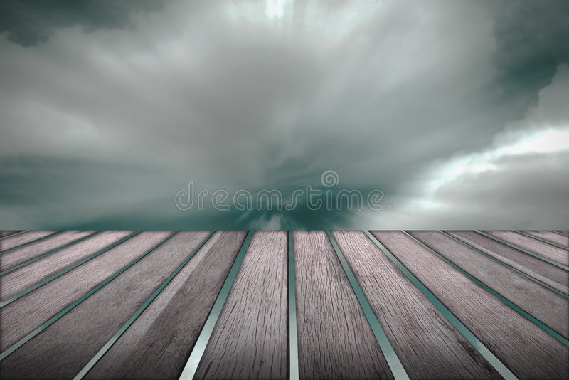 Houten vloer en wolk die zich op achtergrond bewegen stock foto's