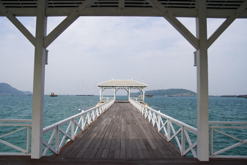 Houten witte brug stock foto