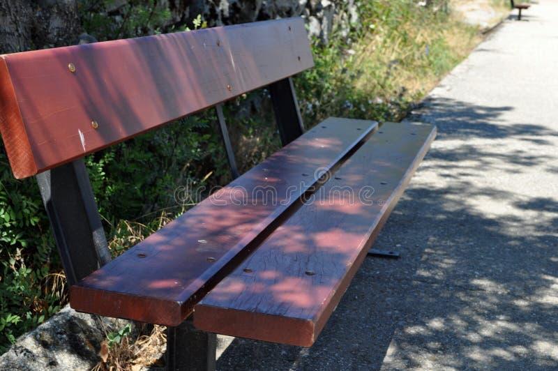 Houten zetel in park royalty-vrije stock afbeeldingen