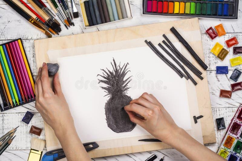 Houtskoolschets van een ananas royalty-vrije stock foto