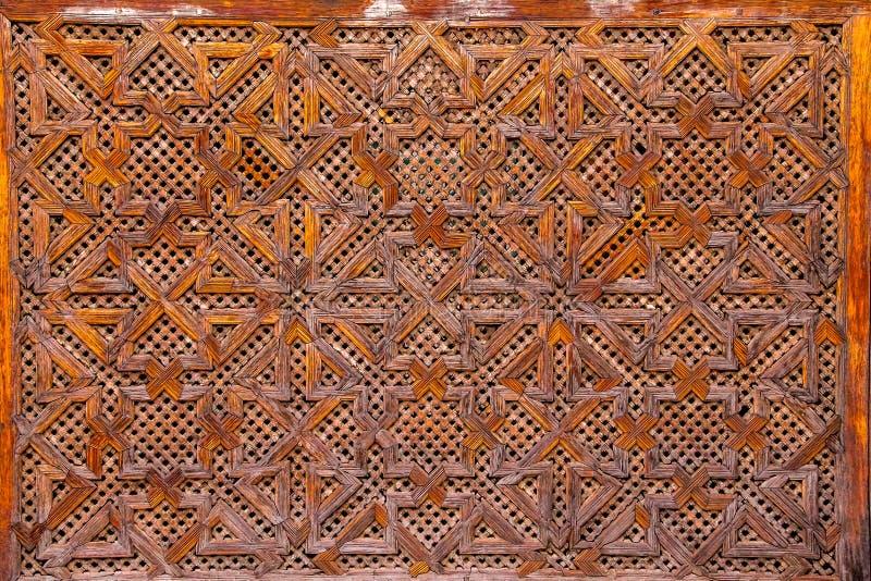 Houtsnijwerk van meetkunde Islamitisch patroon - Marokko stock foto's