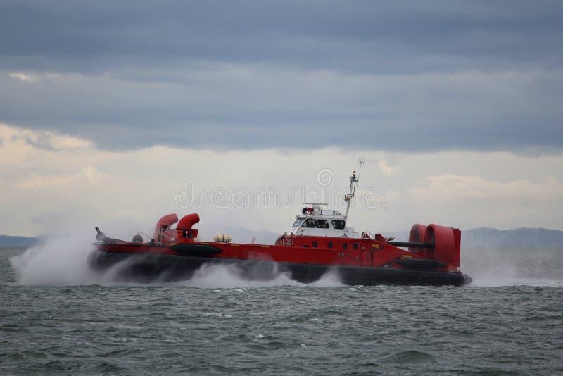 Hovercraft della guardia costiera sulla missione di soccorso fotografia stock libera da diritti