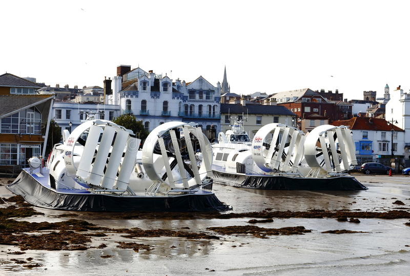 Hovertravel компания парома работая от Southsea, Портсмута к Ryde, острову Уайт, Великобритании стоковые фотографии rf
