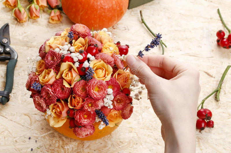 How to make a Thanksgiving centerpiece - step by step stock photography
