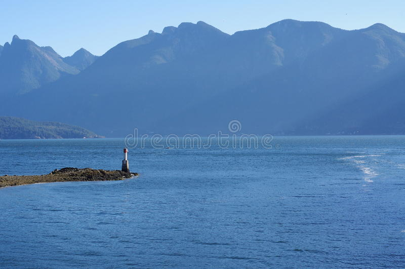 Howe Sound和北部岸山 免版税库存照片