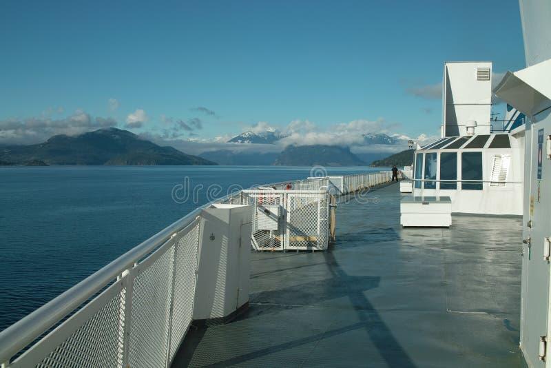 Howe Sound和阳光在温哥华不列颠哥伦比亚省附近沿岸航行, 加拿大 免版税库存照片
