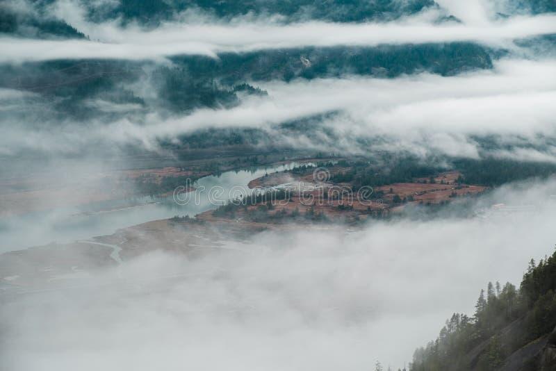Howe Sound начинает в Британской Колумбии Squamish как увидено от максимума выше стоковые фотографии rf