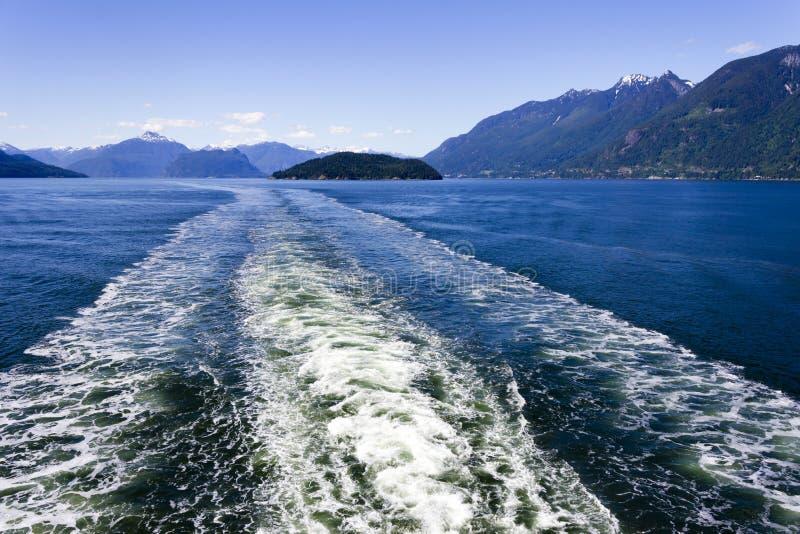 Howe Sound färjavåg royaltyfria bilder