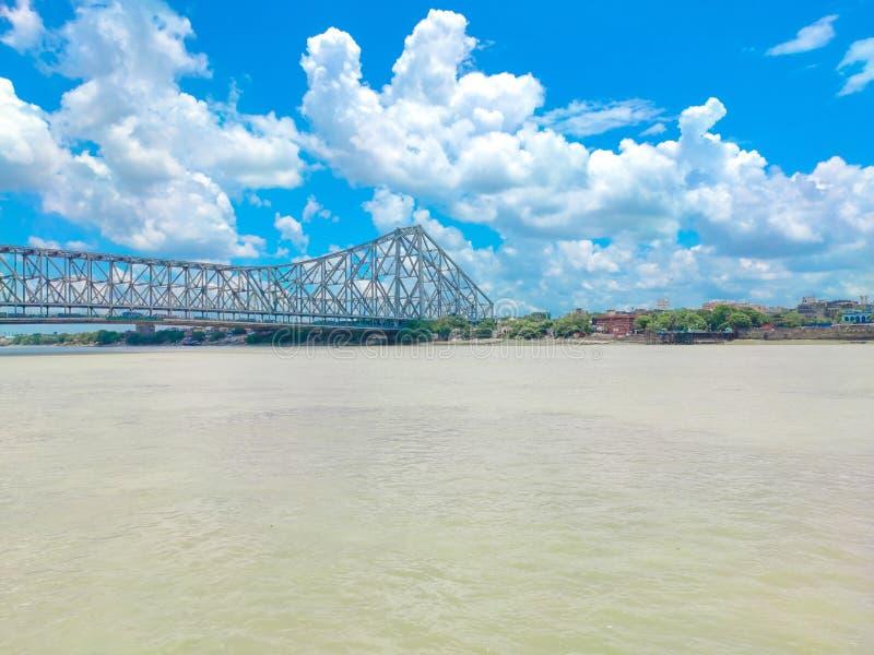 Howrah bro i en härlig solig dag royaltyfri foto