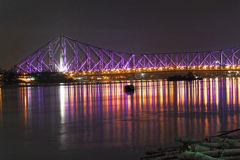 Howrah bro i nattljus royaltyfria foton