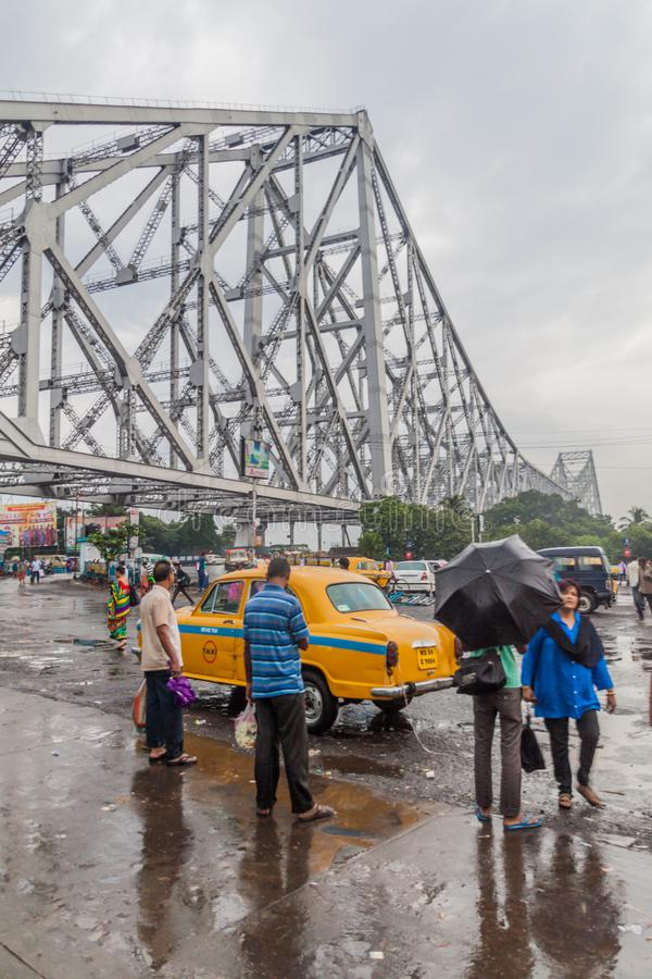 HOWRAH, INDIA - OKTOBER 27, 2016: Weergeven van de Brug van Howrah, opgeschorte spanwijdtebrug over de Hooghly-Rivier in West-Ben royalty-vrije stock fotografie