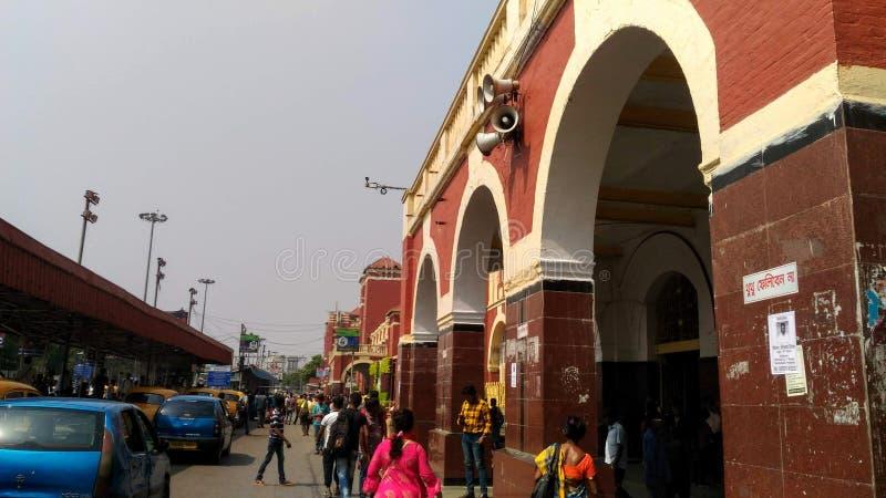 Howrah järnvägsstation på Kolkata, Indien royaltyfri foto