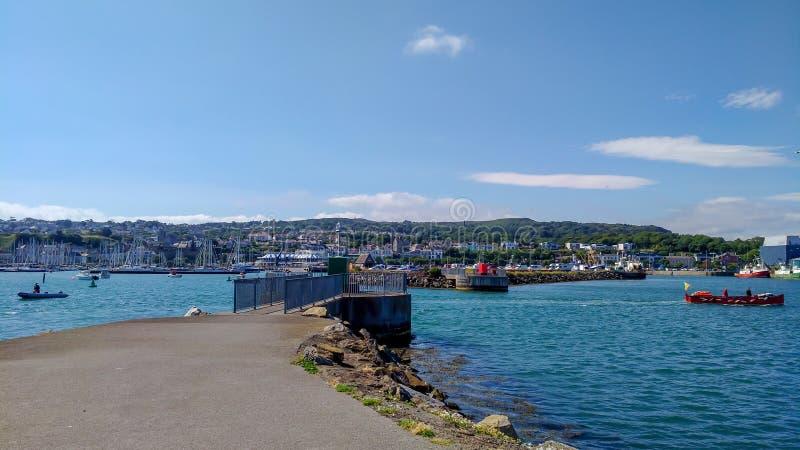 Howth港口和海洋,都伯林爱尔兰在旅行之外的夏日 库存照片