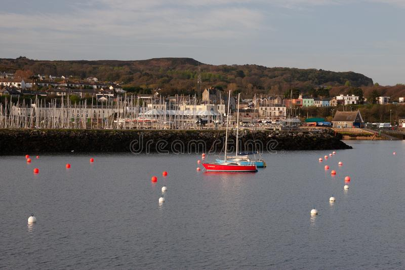 Howth港口看法有小海轮的 库存照片