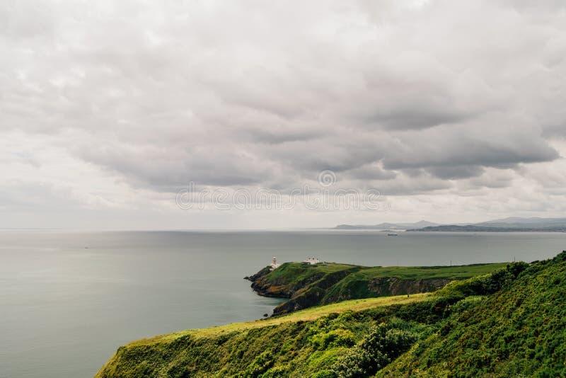 Howth-Halbinsel an einem schwermütigen bewölkten Tag, Irland stockfoto