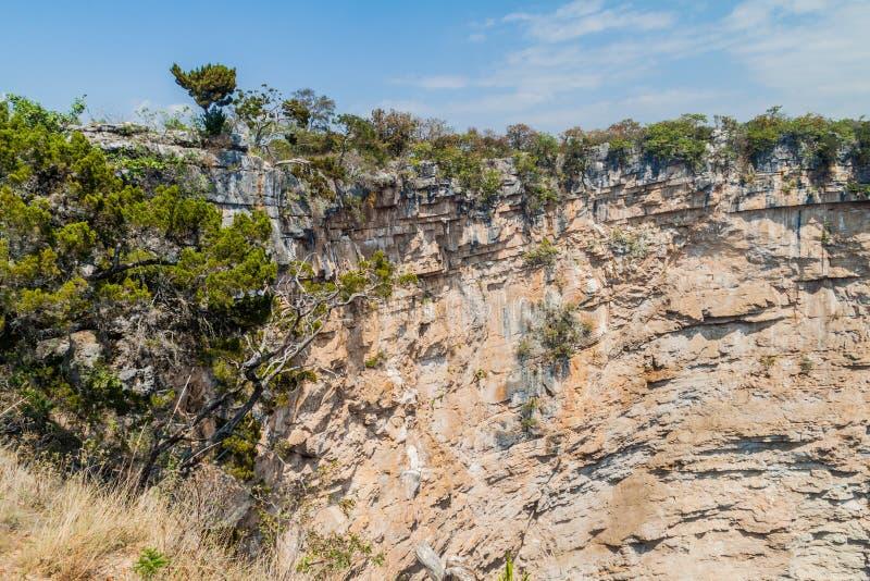 Hoyo Cimarron, cenote Dreckloch im nordwestlichen Guatema lizenzfreie stockfotos
