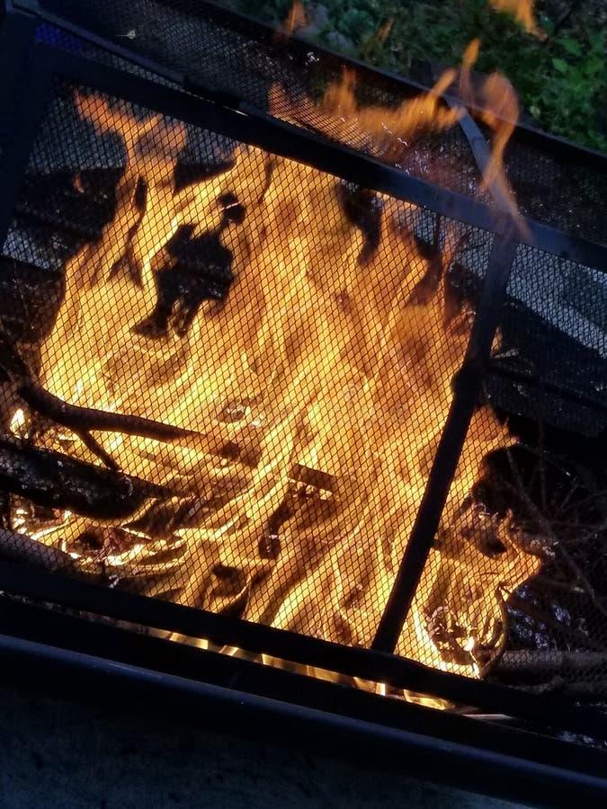 Hoyo del fuego funcionando fotografía de archivo