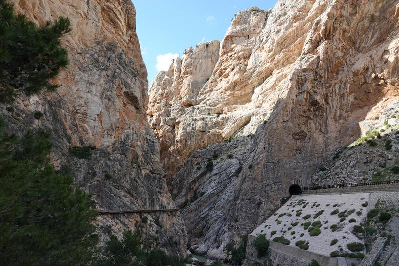 Hoyo valley gorge at Caminito del Rey in Andalusia, Spain. The Caminito del Rey i or King`s little footpath s a cliff-side path hanging 100m above the waters of stock photography