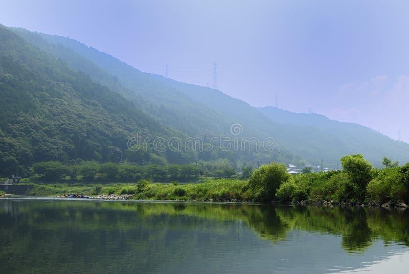 Hozu-Gawa die van Kyoto van de zomer Stroomopwaartse scène dalen stock fotografie