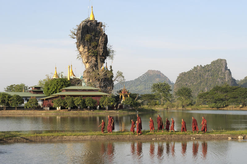 Download Hpa-An Monks editorial photo. Image of lake, culture - 10702286