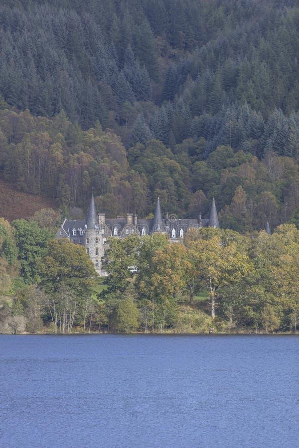 HPB Tigh Mor Trossach no Loch Achray em Escócia fotos de stock