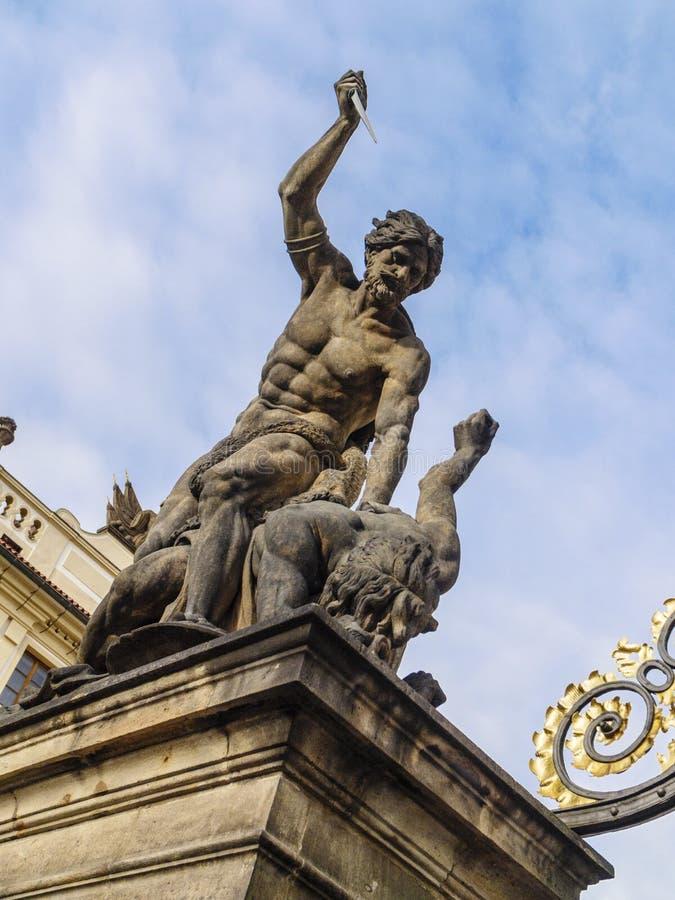 Hradcany城堡的作战的巨人在布拉格,捷克 免版税图库摄影