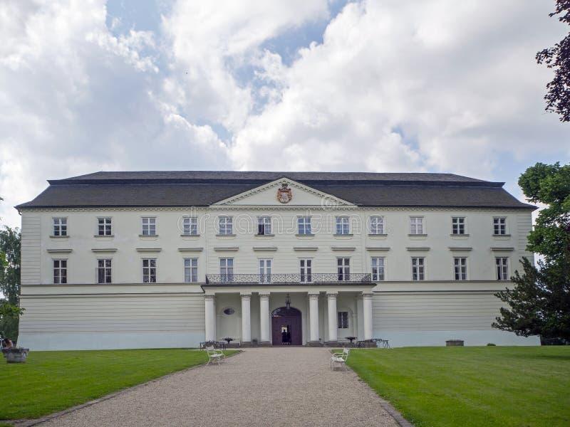 Hradec NAD Moravici, palais blanc photo libre de droits