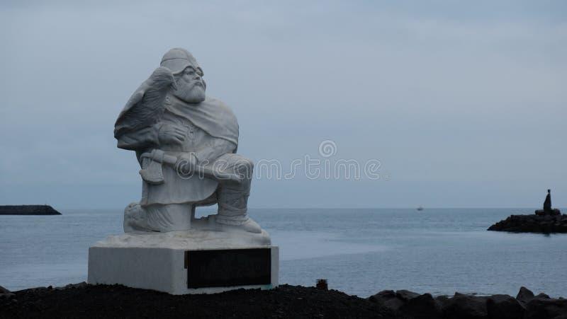 Hrafna-Flà ³ ki Vilgerdarson雕象在北欧海盗世界博物馆 库存图片