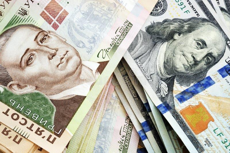 Hryvna ucraniano e dólares americanos Troca de moeda foto de stock
