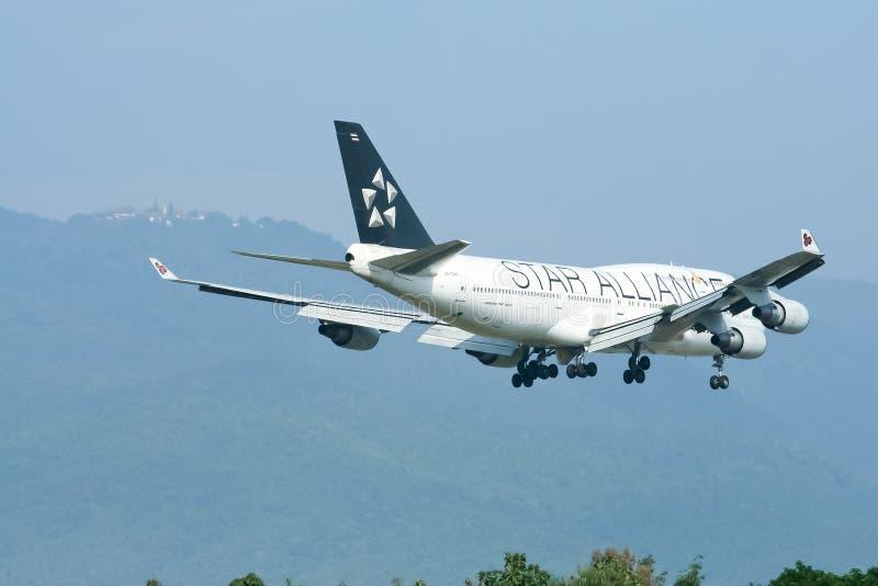 Hs-TGW Boeing 747-400 van Thaiairway (Verf ster-Alliance) stock foto