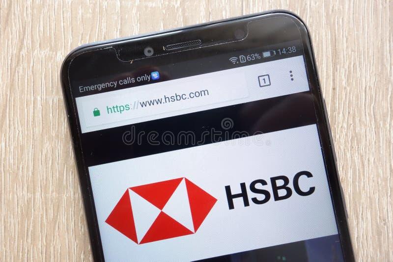 HSBC-Holdingswebsite op een moderne smartphone wordt getoond die stock afbeeldingen