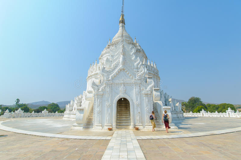 Hsinbyume或Myatheindan塔在Mingun 库存图片