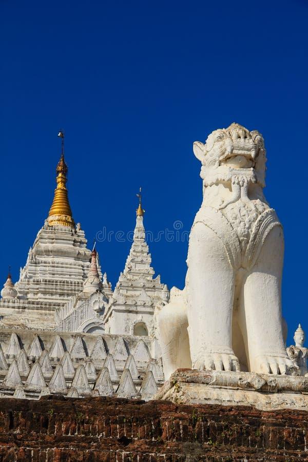 Hsinbyume eller Myatheindan pagod, Mingun i Myanmar (Burmar) royaltyfri fotografi