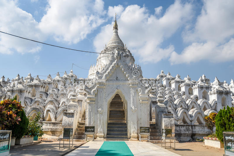 Hsinbyume Myatheindan塔在Mingun,缅甸 图库摄影