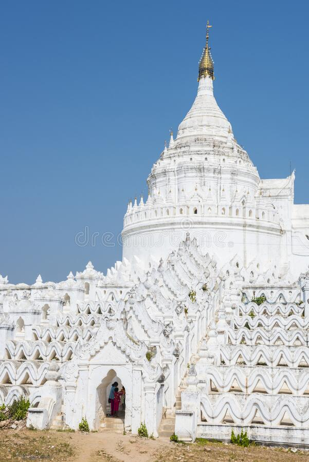Hsinbyume Pagoda i Myanmar royaltyfria foton