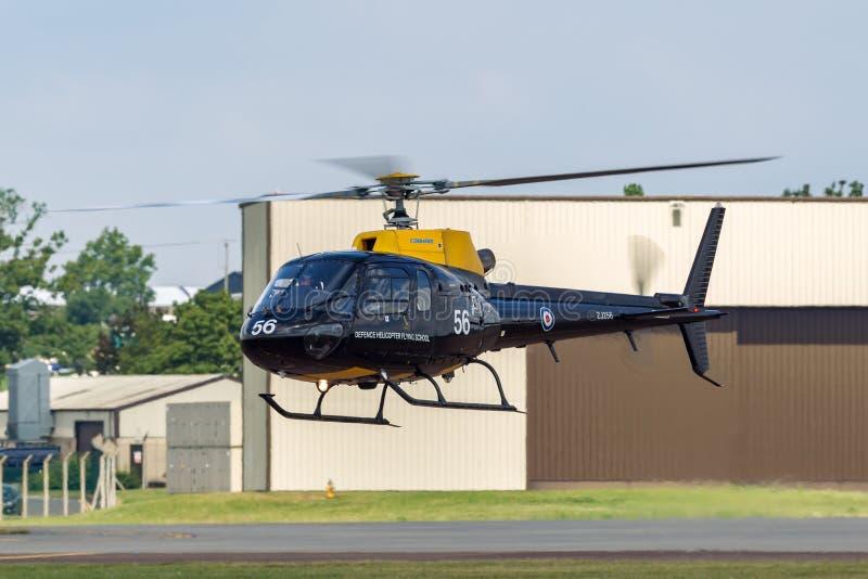 HT белки RAF Eurocopter AS-350BB военно-воздушных сил Великобритании 1 вертолет ZJ256 от летного училища вертолета обороны на RAF стоковая фотография