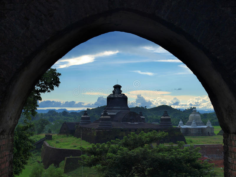 Htukkant-thein temple in Mrauk U, sub region of the Sittwe District, Rakhine State, Myanmar. Mrauk U is an archaeologically important town and capital of Mrauk stock image