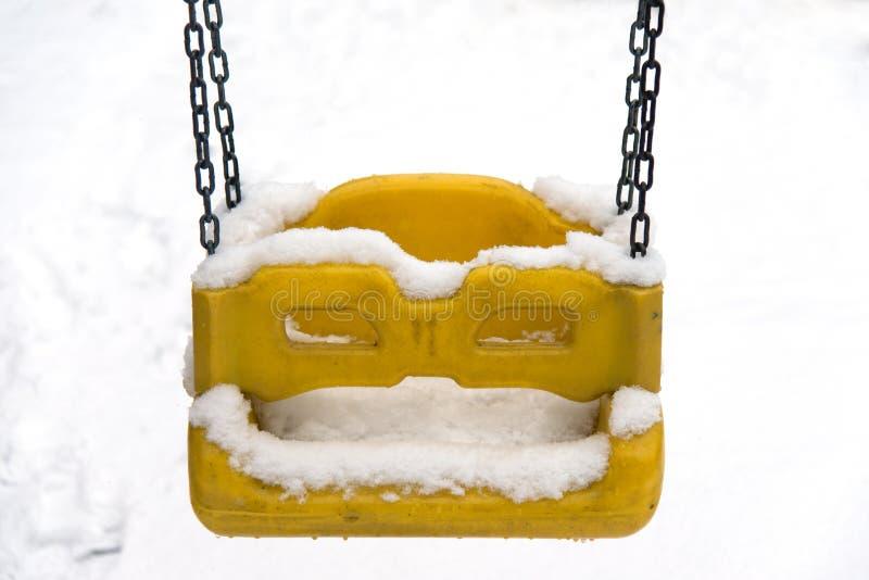 Huśtawka pod śniegiem fotografia stock