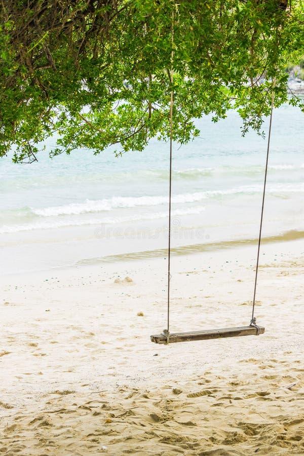 Huśtawka w drzewnym cieniu zdjęcie stock