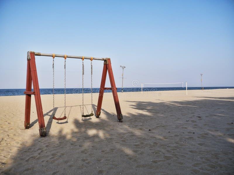 Huśtawki na plaży Yangyang miasto fotografia royalty free
