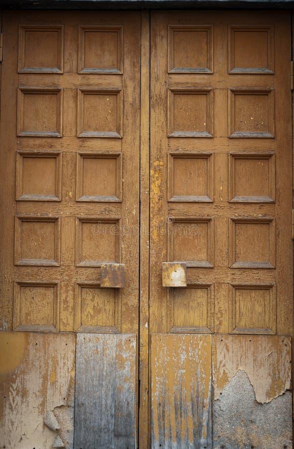 Huśtawkowy stary drzwi obrazy stock