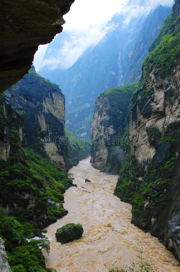 Free Hu Tiao (Tiger Leaping) Gorge Royalty Free Stock Photo - 4780695