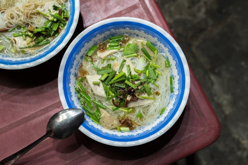 Hu tieu iść, Wietnamska polewka w ulicznej restauracji w Saigon mieście obrazy royalty free