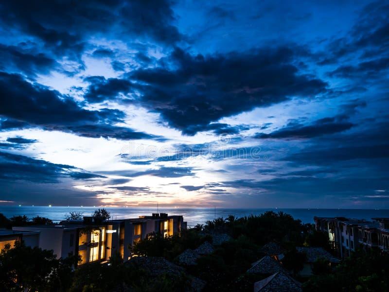 HUA HIN ТАИЛАНД: seascape утра восхода солнца стоковые изображения rf